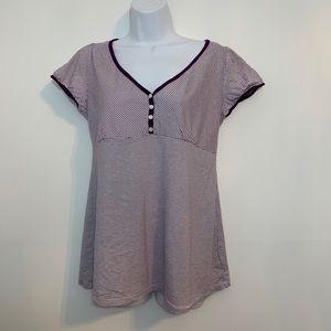 Gap maternity T-shirt is like new. Size medium